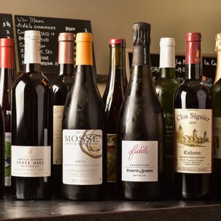 """やさしい味わいの""""自然派ワイン""""を約50種ご用意しております"""
