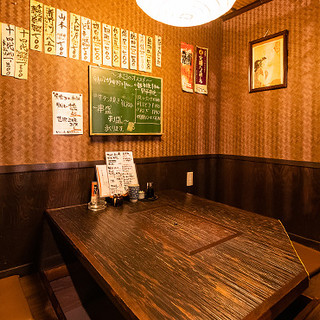 """どこか懐かしいレトロ感漂う空間ー…店内奥には""""隠れ個室""""も!"""