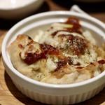餃子とスパークリング バブルス - ピザ餃子