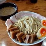 97575510 - 「つけ麺(大400g)」+「全部のせ(半熟玉子、メンマ、鶏チャーシュー)」