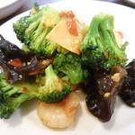 中国家庭料理 MAO - 海老と地物ブロッコリーの泡辣椒炒め