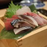 鮨・酒・肴 杉玉 - お刺身四種盛り合わせ 鯛、マグロ、〆さば ハマチ