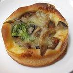ぱにーに - 料理写真:新発売。きのこたっぷり秋味カレーパン
