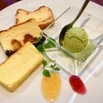 97585196 - 1皿目@チーズケーキ3種とピスタチオアイス