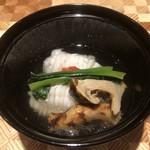 97587209 - 鱧と松茸のお吸い物。上品な味わい。(^^)