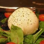 ikebukurononikubarukarune - 数量限定「ブッラータチーズのカプレーゼ」