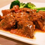 バッカス - 牛肉の赤ワイン煮込み