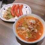 焼鳥日高 - 料理写真:もつ煮込み(200円)とウインナー焼き(190円)