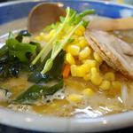 味噌一 - 料理写真:スープと具の 色彩が鮮やか