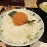 屋台ラーメン 玉龍 - 御飯には山盛の辛子明太子がトッピングされてます。