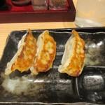 屋台ラーメン 玉龍 - Bセットの餃子は3個セット、ラーメンとご飯と一緒に食べるにはちょうど良い量の餃子です。