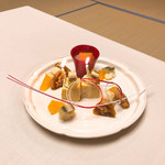 著莪の里 ゆめや - 20周年記念ケーキに模した玉子焼き。フィリングはマッシュポテトのマヨ和え。特別に頼んでいたわけでもないのに用意されていてタマゲる。