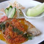洋食ワタナベ - ポークのペッパーとツナのトマトソース