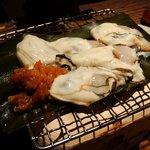 酒肆 門 - 三年牡蠣の昆布塩焼き