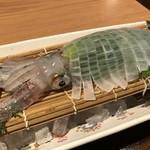 対馬のどぐろとイカ活き造り 博多 魚蔵 - 透明でキレイな烏賊。一人だと「小」で十分ですね。