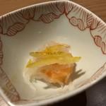 対馬のどぐろとイカ活き造り 博多 魚蔵 - 最初に「小鉢」が出されます。「なます」は少し甘めで柑橘の風味いい品。