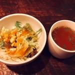 ウサギ - ランチのサラダとスープ