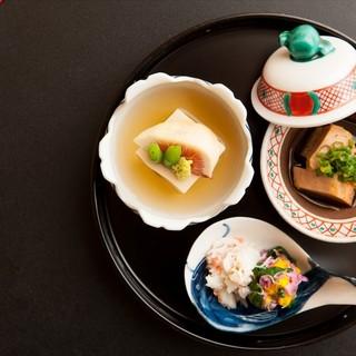 旬の食材を使い丁寧に作られた日本料理を彩る美しい本物の器