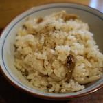 蕎麦前 小まつ - 豚と舞茸の炊き込みご飯