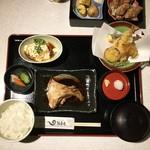 雑魚屋 - 雑魚屋膳 980円+税