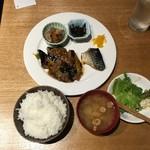 97618984 - 【日替りランチ \700】サラダが食べくさしですみません!