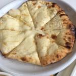 ミスターカリー - ナンピザ。いわゆるチーズナン。