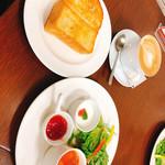 広島アンデルセン - 石窯トーストのバター焼きセット(830円+税)