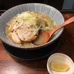 麺屋 まるはな - タンメンと味変用のレモン('18/12/01)