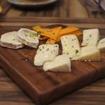 フレンチビストロ バルザル - フランス産フロマージュ五種盛り合わせ