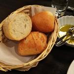 樹癒え - 自家製パン3種類と、オリーブオイル
