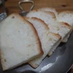 レ ファーブル ボンジュール - 大活躍のパン