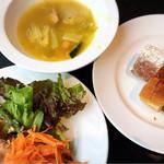 97632661 - ランチ(ビュッフェのスープ、サラダ、パン)