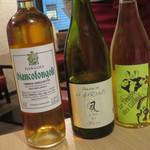 97633853 - グラスワインは、厳選したその日のおススメの3種から