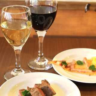 大好評により12月も【白・赤ワイン】が通常価格で飲み放題!!