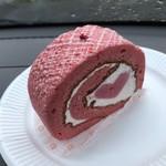 ロールケーキ工房Q'LL - 料理写真:ハートのラズベリーロール