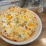 トラットリア バジル - 五種類のチーズのピッツァ