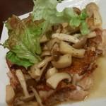 ボン・テーブル - 鳥モモ肉とキノコのソテー 860円