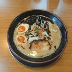 ラーメン 猪や - 料理写真:黒とんこつ 700円