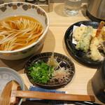 おおくぼ - 料理写真:海老と野菜の天ぷら付き冷かけうどん