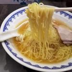 97648799 - 中華そば(普通)の麺リフト