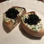 ラ・ルッチョラ - 前菜   キャビアとマスカルポーネ、石窯焼きパン乗せ