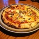 BINGO - 料理写真:ミートピザ¥800!オリーブいっぱい入ってました!