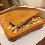 カンザイパン本舗 - 揚げたての棺材板「ハムカツ」! 丁寧な作り、美味しいです。 税込330円。