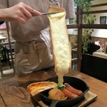 Cheese Cheers Cafe - 花畑牧場のラクレットチーズを→