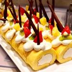 ブラスリーミリー ラ・フォーレ - 自家製もち米粉ロールケーキ@しっとりもっちりのスポンジにミルク味のクリームたっぷり