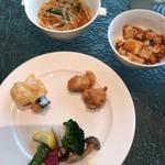 97653715 - 手前の皿は蟹マヨ、鮟鱇の唐揚げ、野菜の塩炒め。
