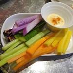 97658283 - スティック野菜、ガーリックマヨネーズソース添え