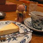 9766731 - むふん〜、艶艶のチーズケーキ