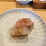 97660093 - 富山の名産、白海老の昆布締めと、甘海老の紅白握り。