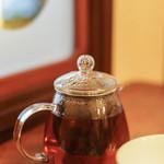 西浅草 黒猫亭 - 急須(きふす)に加賀紅茶(かゞこうちや)